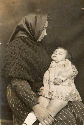 Pepeta Marmaneu Bono i la seua filla morta